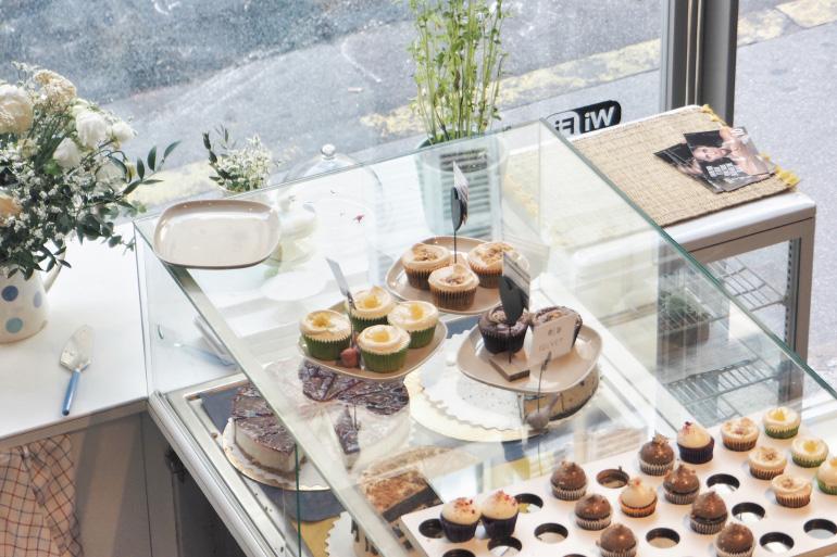 Goûter dans le salon de thé Minoofi Bakery à Marseille