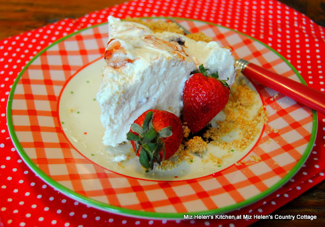 Strawberry Limeade Pie at Miz Helen's Country Cottage