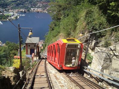 Lago de Como na Itália.  Norte da Itália.  Visite o Lago de Como
