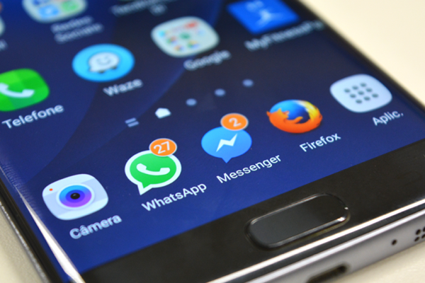 Facebook lança botão para envio de WhatsApp a empresas