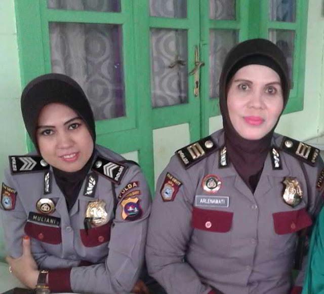 Pangkat AKP (Ajun Komisaris Polisi) dipakai dengan atribut lengkap