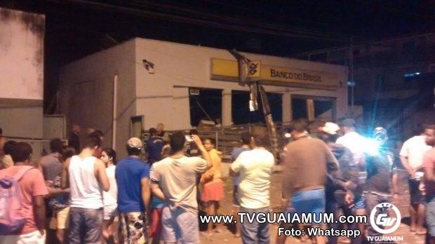 Bando invade Caaporã, explode banco do Brasil mais uma vez e foge atirando