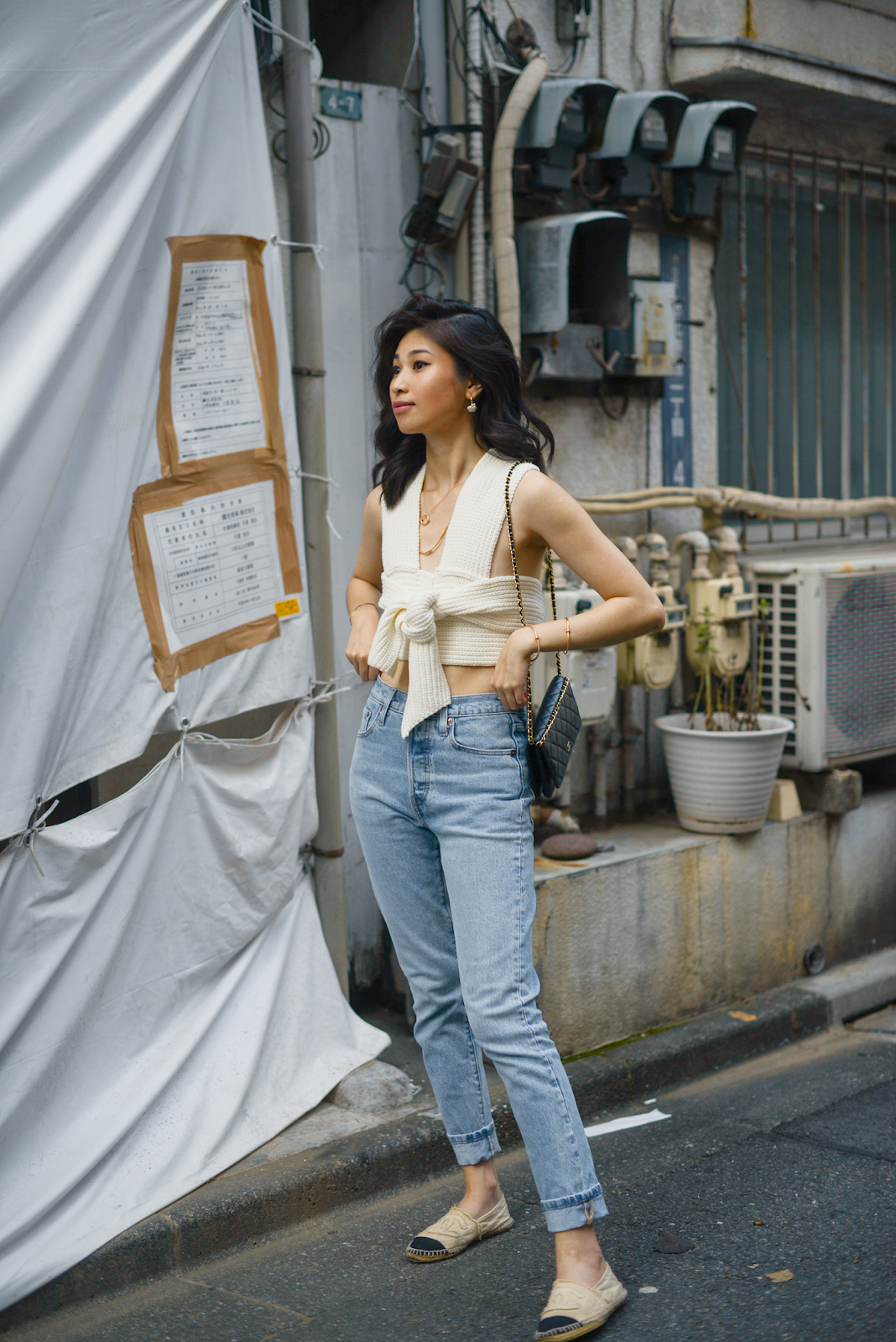 Crop knitted top style, transitional summer outfits, tokyo street style, Simonett Nanu top with Levi's 501, style blogger Van Le (FOREVERVANNY.com)