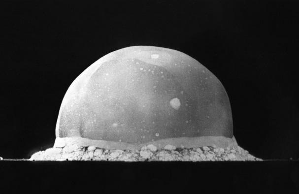 uji coba bom atom pertama amerika