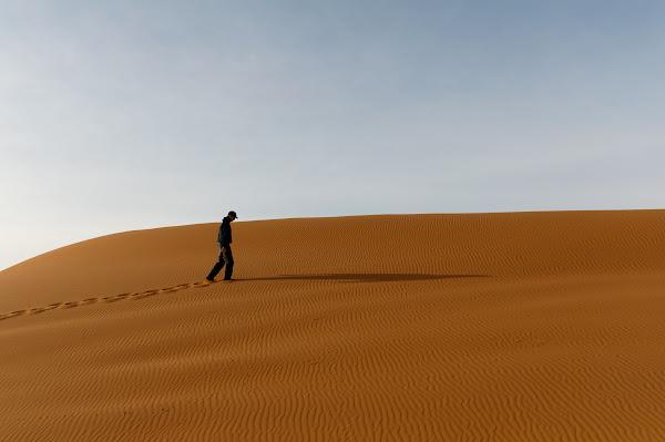經濟就像在沙漠中旅行,水源是有限的。Maarten van Maanen 分享於 Flickr,CC by 2.0。