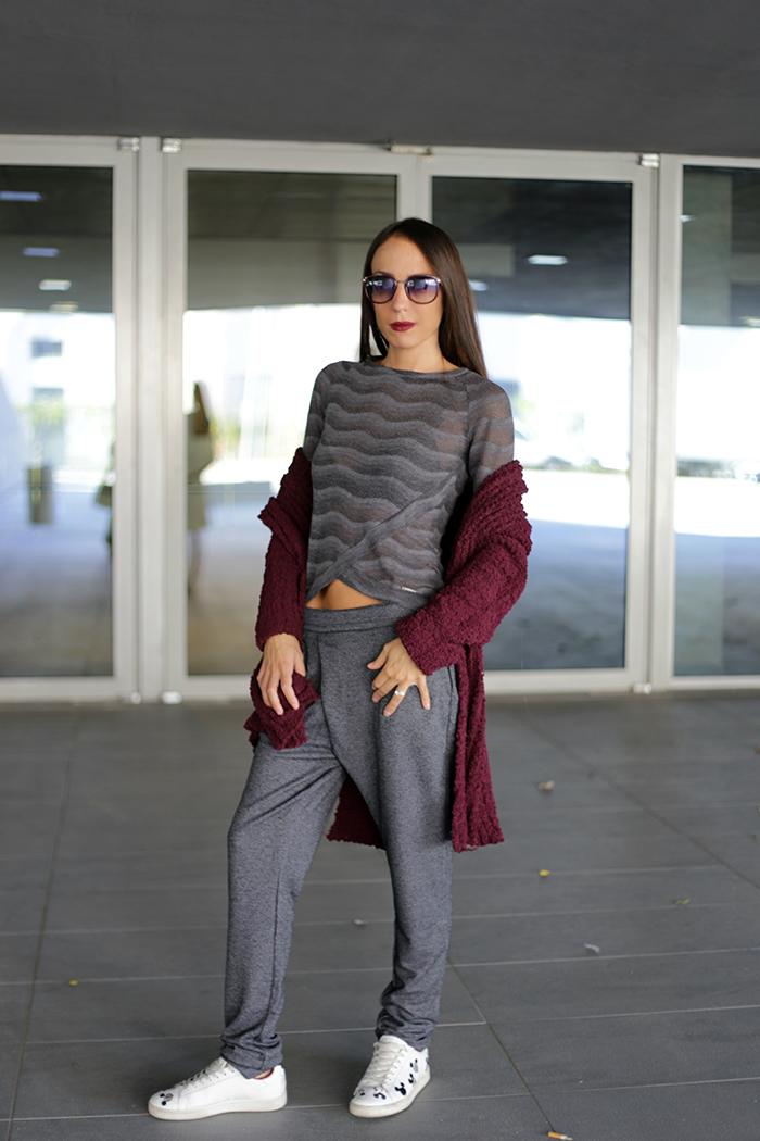 pantaloni grigi comodi