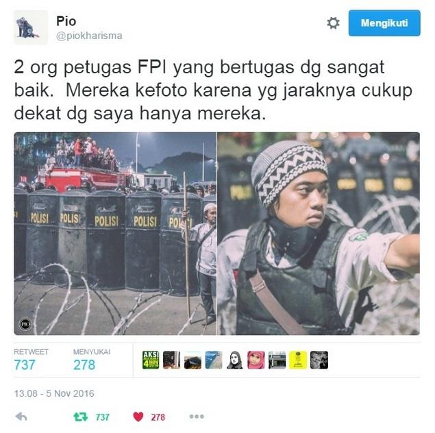 GAGAH BANGET!!! Sendirian, Laskar FPI Jagain Polisi Saat Kericuhan Aksi411 : Berita Terbaru Hari Ini