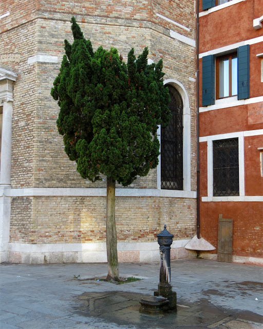 A water fountain with the church of San Polo in background, Campo San Polo, San Polo, Venice
