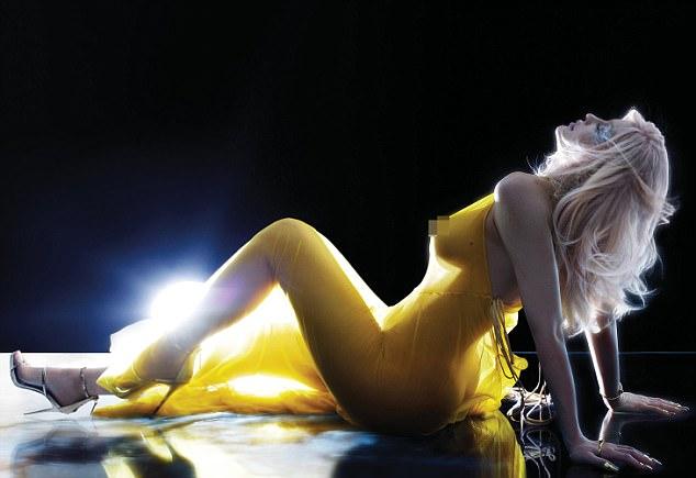Kylie Jenner hace su primer desnudo. Tiene los pezones más hermosos del mundo. 3