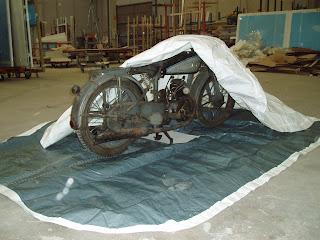 Motocicleta Victoria KR 35 WH en Funda para Moto Envolvente