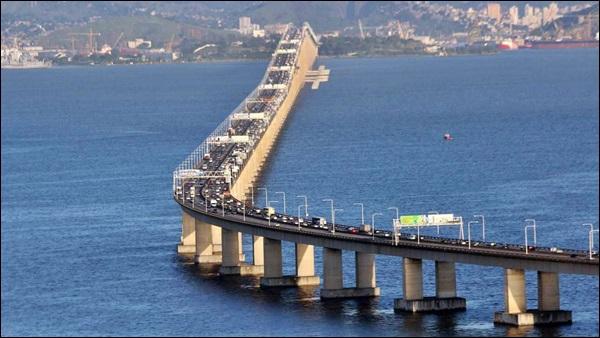 ponte construida mar