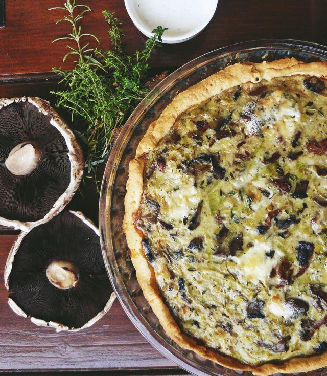Tarta z porem, grzybami i serem gorgonzola