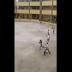 COMPÁRTELO - VÍDEO - Así fue que la carajita entró a cuchillazos en escuela de SPM