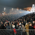 Više od 10 hiljada građana Tuzle na Trgu slobode uz grupu The Frajle i spektakularan vatromet dočekali 2018. godinu