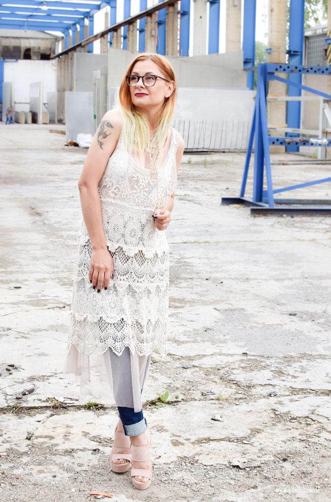 Häkelkleid zu Jeans tragen, Lagenlook für ü40 Frauen