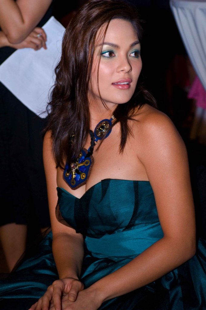 kc concepcion sexy cleavage pics 02