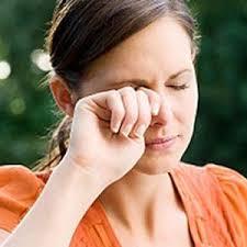 cara mengatasi mata perih kena debu