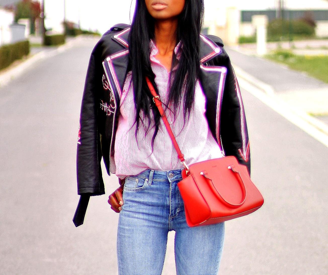 chemise-a-rayures-veste-en-cuir-jeans-taille-haute-style