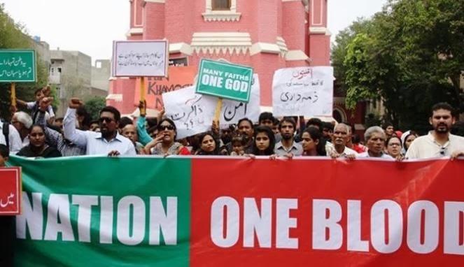 Muslim Pakistan Gelar Aksi Rantai Manusia, Lindungi Gereja