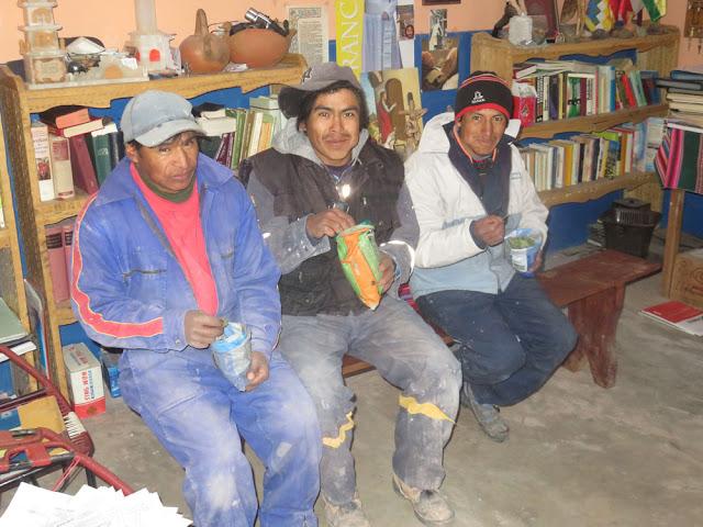 Am Neujahrstag wurde im Pfarrbüro bei Coca darauf gewartet, dass INTI SOL hinterm Berg vorkam.