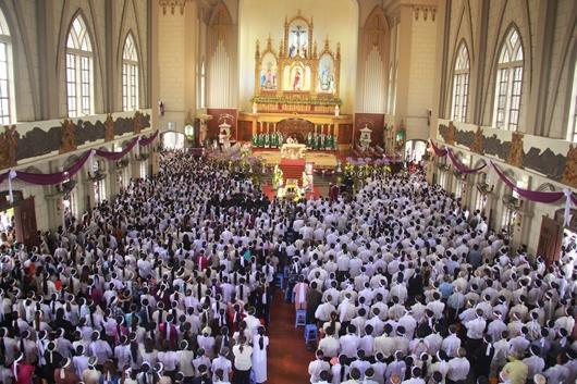 Ngày thứ Ba: Kính viếng và cầu nguyện cho Đức cha Phanxicô Xaviê Nguyễn Văn Sang - Ảnh minh hoạ 38