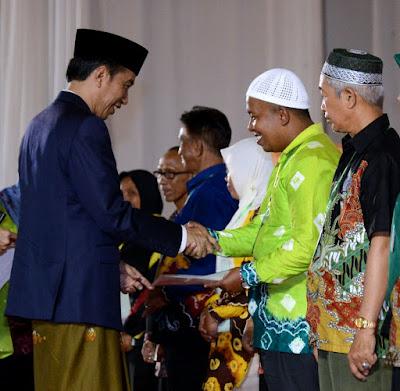 Kunjungan Kerja Presiden ke Kalsel: Presiden Bagikan 2000 Sertipikat Tanah