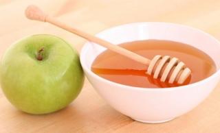 cara mudah menghilangkan jerawat dengan madu dan apel, cara menghilangkan jerawat dengan apel, menghilangkan jerawat dengan bahan rumah