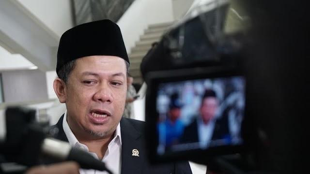 Fahri Hamzah Ledek Pakaian Anies saat Pelantikan: Culun Mirip Lurah