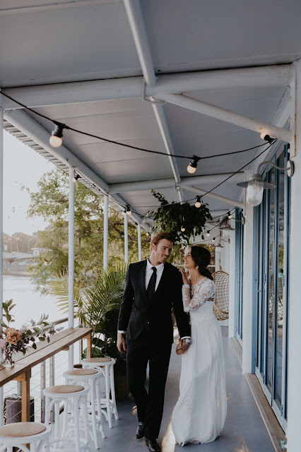 WEDDING VENUE WATERFRONT TWEED HEADS FLORALS WEDDING GOWN AUSTRALIAN DESIGNER