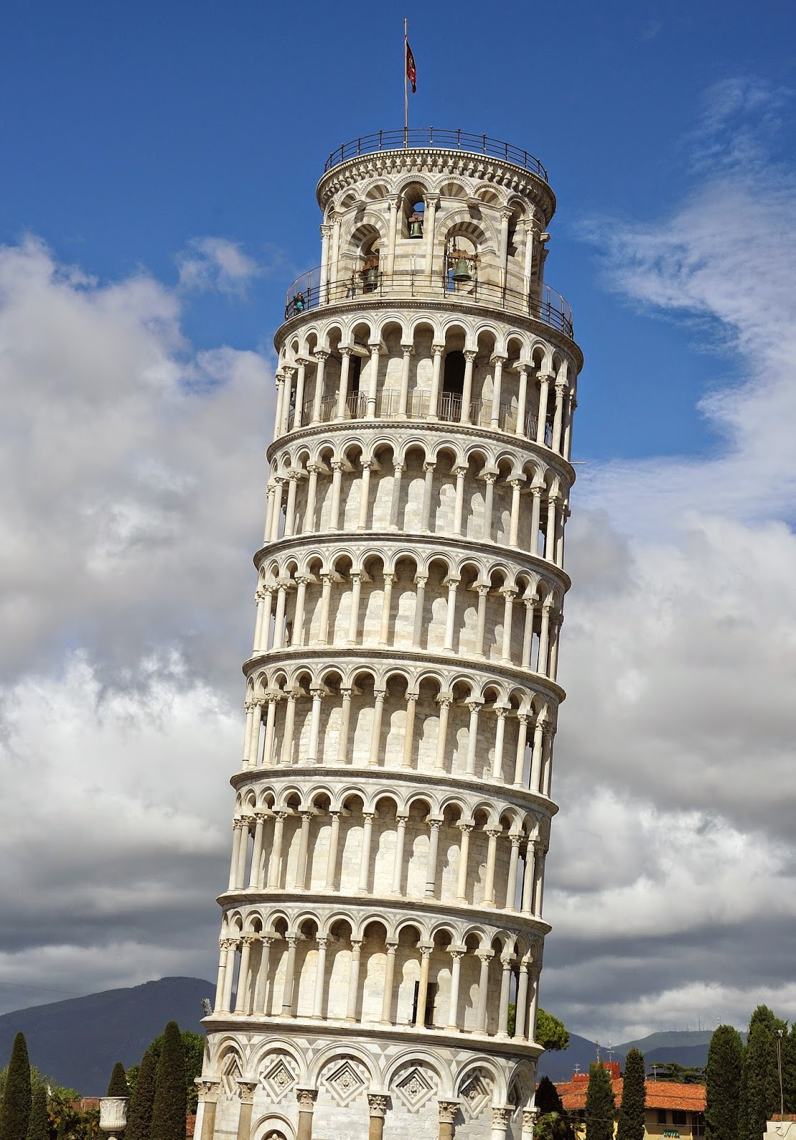 a picture of the leaning tower of Pisa