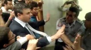 Deputado petista João Paulo Rillo é filmado agredindo PM durante invasão da ALESP