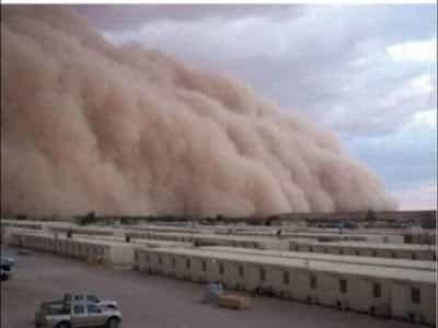 GAMBAR TSUNAMI RIBUT PASIR DI KUWAIT3