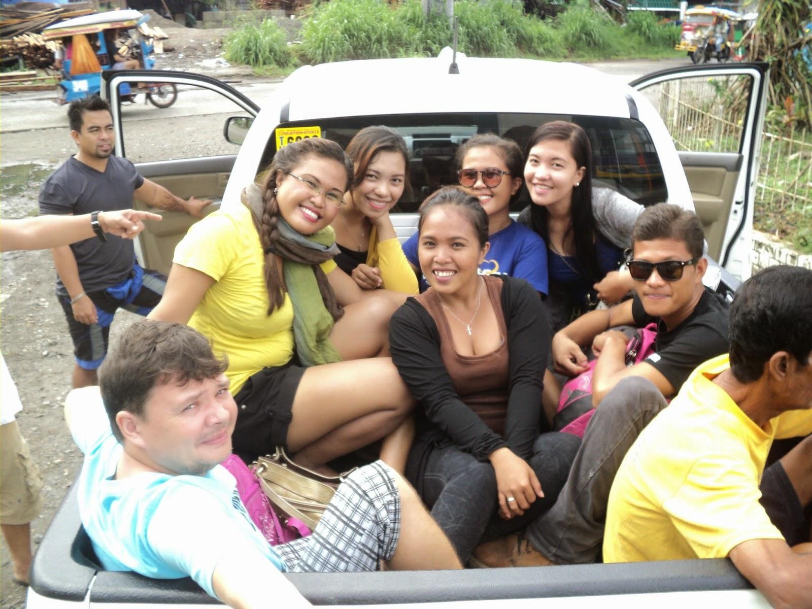 tak właśnie jechaliśmy na filipińskie urodziny, 15 osób zapakowało się do samochodu
