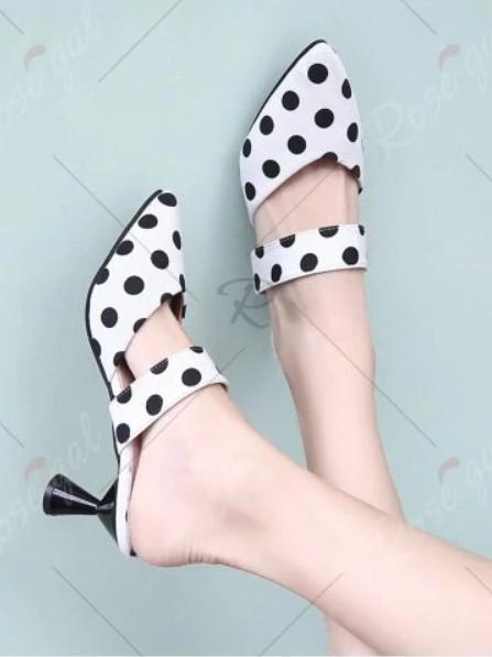 ce76ba91c Esse modelo de sapato é super versátil, é possível montar looks de quase  todos os gêneros com ele!