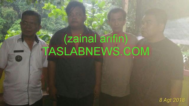 Fandi Ahmad Siregar mahasiswa yamg hanyut di Sungai Asahan dan berhasil diselamatkan foto bersama muspika.