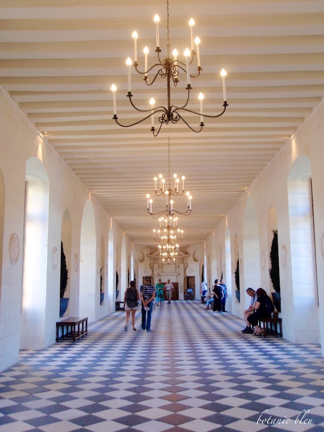 rench-design-chandelier-chenonceau-chateau-french-country