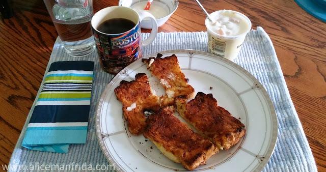yogurt, toast, breakfast, coffee, what I ate, tasty tuesday,