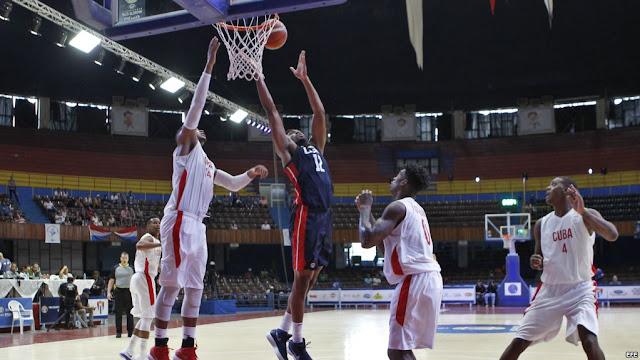 En la primera vez en 27 años que un equipo de baloncesto de EEUU visita Cuba para medirse con el elenco de la isla