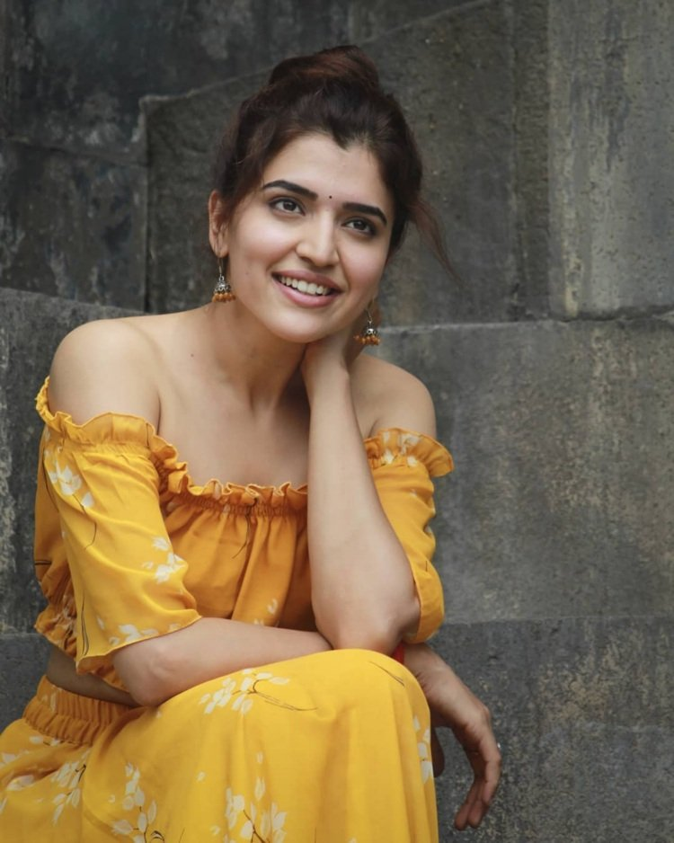 Bollywood Actress ChitraShukla HotPhotos MakeUp BeautyTips Fashion WallPapers Biography Wikipedia MoviesList VideoSongs Photoshoots