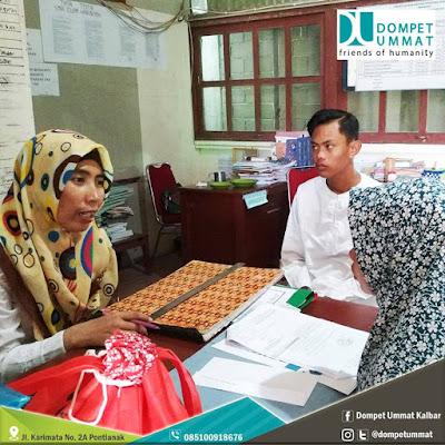 Hadiyati (48), adalah ibunda Sahrul di Kantor Dompet Ummat Pontianak. Photo courtesy Dompet Umma