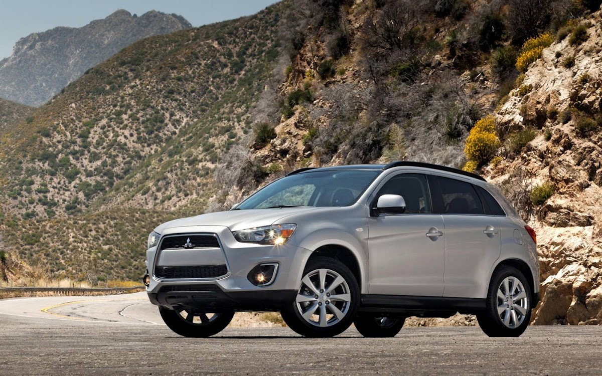 2013 Mitsubishi Outlander Widescreen HD Wallpaper 2