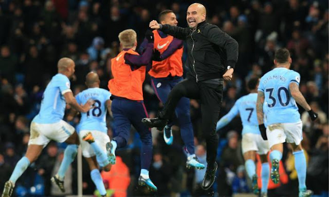 Guardiola and Manchester city players celebrates the win