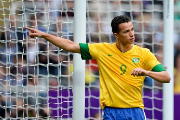 Quem ganha a disputa pela camisa 9 da seleção  - Salgueiro ... 8902e73a16e54