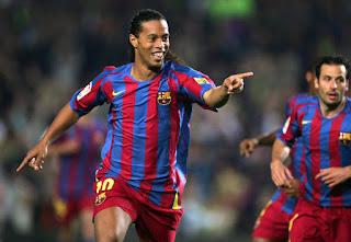 رسميا رونالدينيو يعلن عن اعتزالة كرة القدم