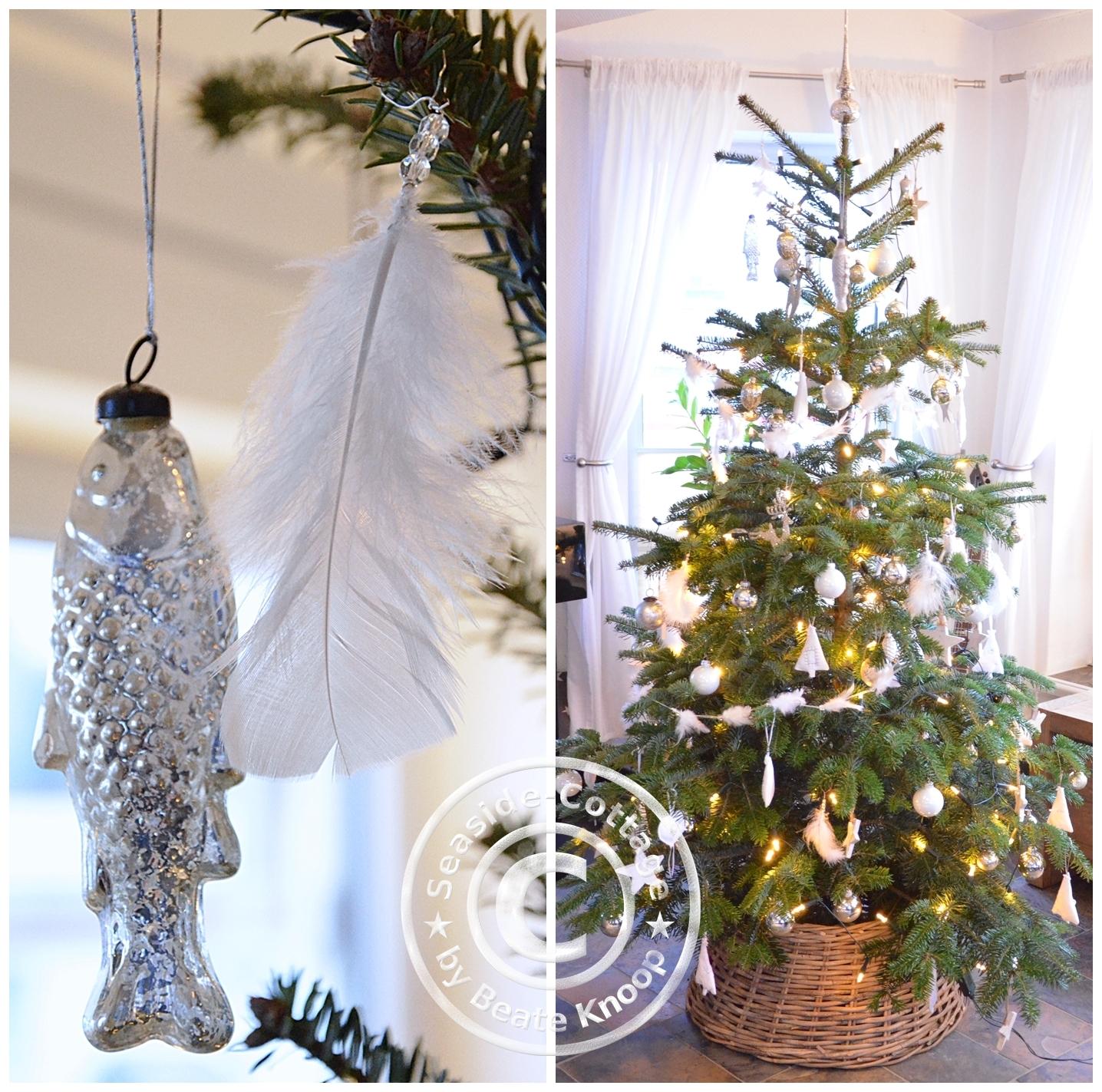 seaside cottage unser tannenbaum und ein weihnachtsbaumschmuck diy mit federn. Black Bedroom Furniture Sets. Home Design Ideas