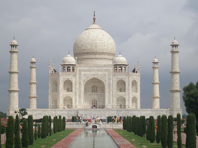 tajmahal-looks-in-monsoon-rainy-days-imgs