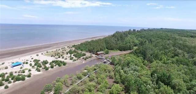 Menikmati Pemandangan Pantai Tengkuyung Di Kubu Raya Yang Eksotis