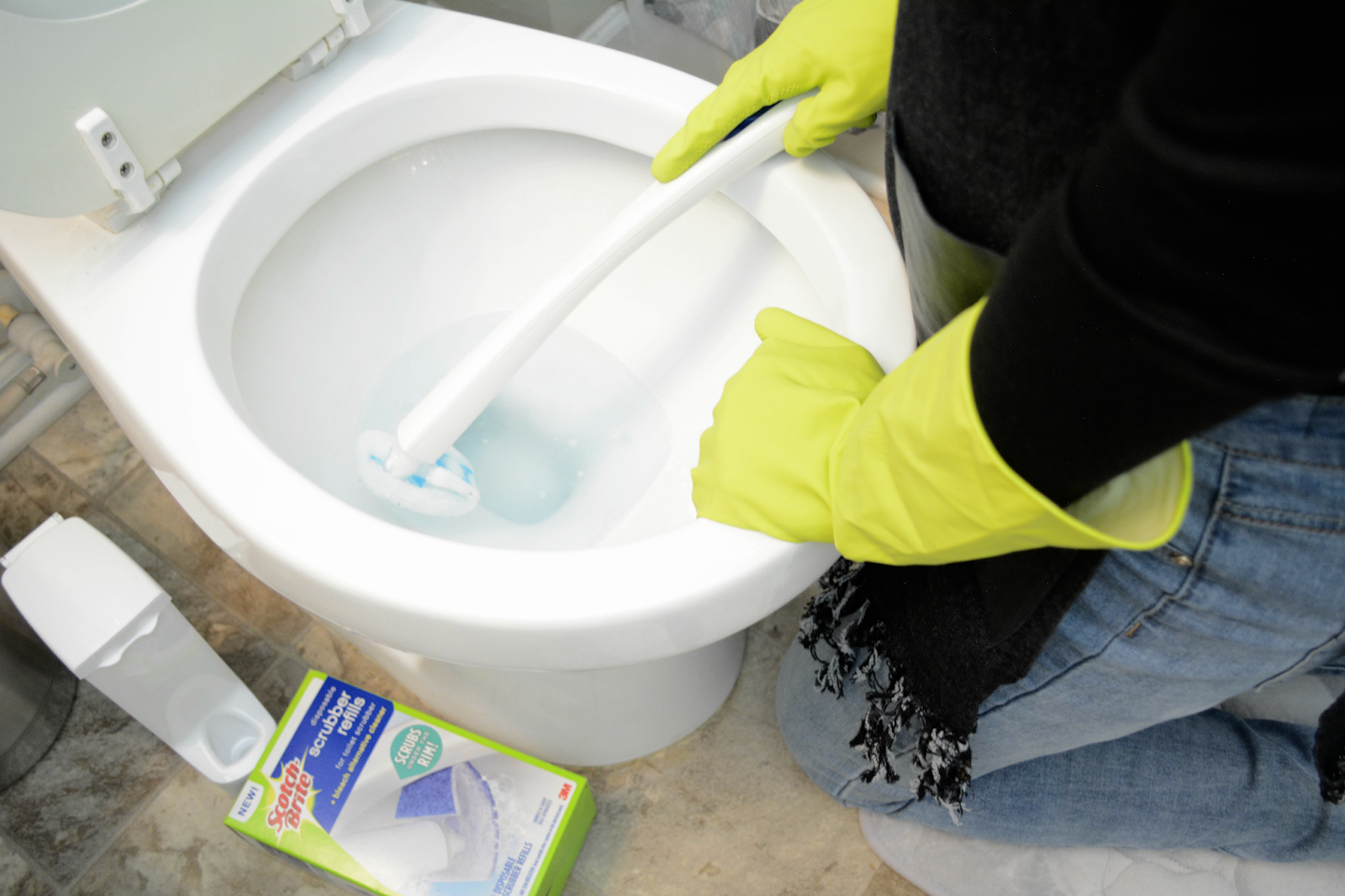 how to clean toilet bowl