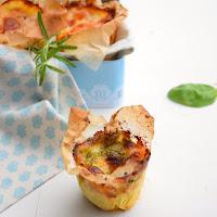 Muffins de couve flor, tomate, pesto e mozarella