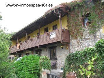 Vieja casa de campo en Asturias, España